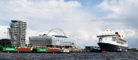 queen_mary_2_P5043992_stitch