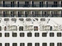 queen_mary_2_P5044013