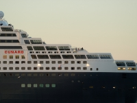 queen_mary_2_P5085282